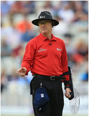 Oxenford umpire