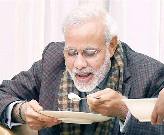 Modi eating khichdi