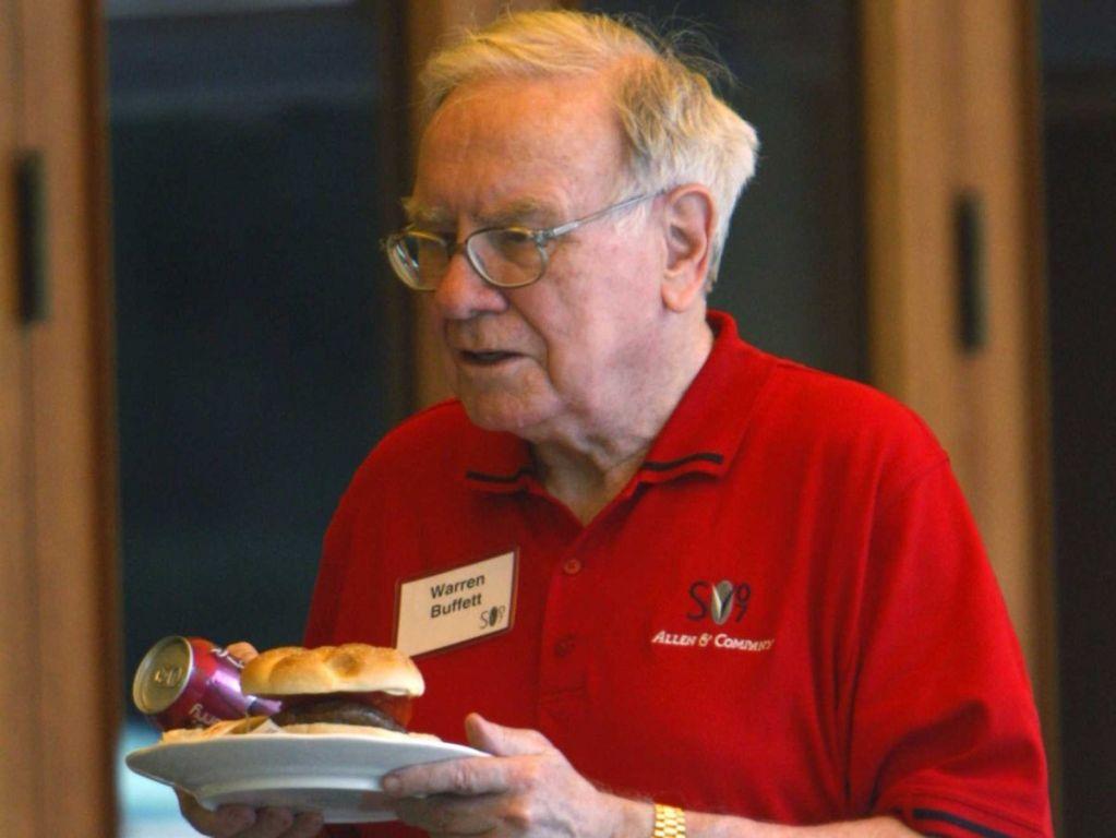 Warren-Buffett-eating