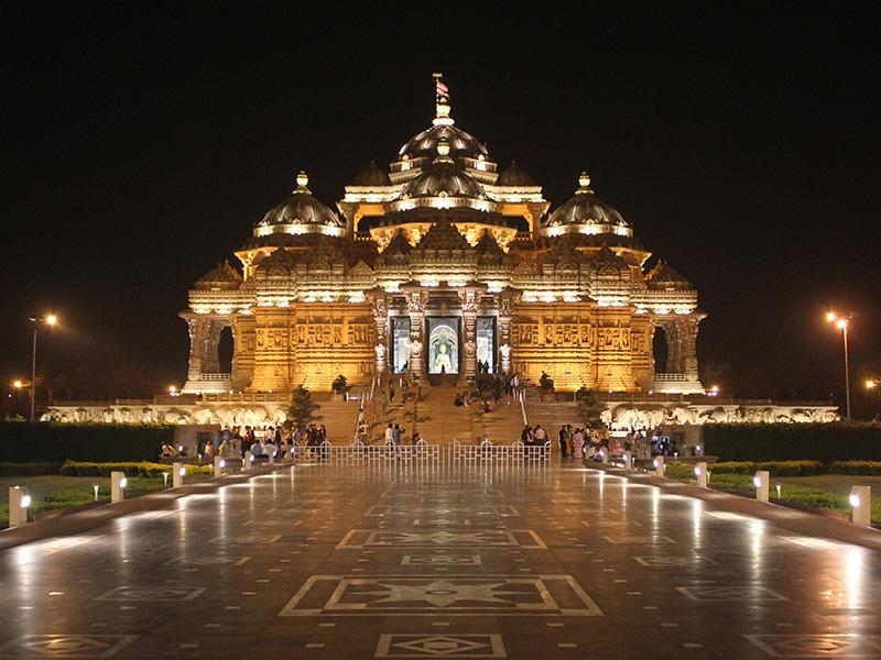 akshardham-temple-with-lights