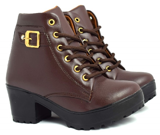 Brown leather bootss