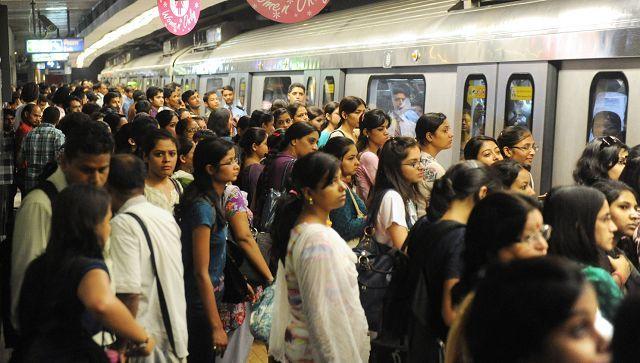 crowd delhi metro