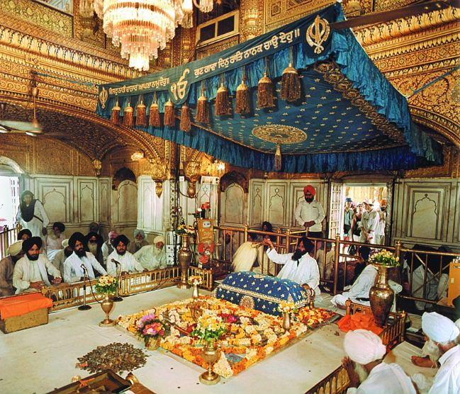guru-granth-sahib-golden-temple