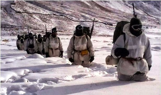indian soldiers in siachen indira col