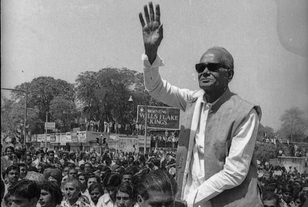 jp narayan 1975 emergency
