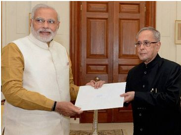 Modi ji submitting the report to the president of India
