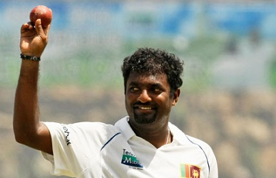 muralitharan showing the ball