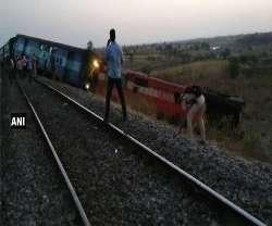 Aurangabad-Hyderabad passenger train derails