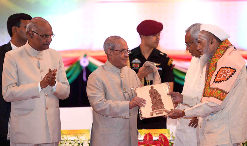 Pranab Mukherjee honours freedom fighters