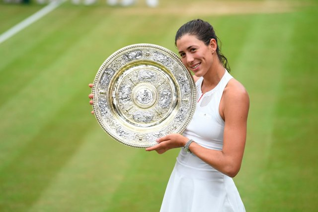 Garbine Muguruza beats Venus Williams to clinch Wimbledon Women's Singles title