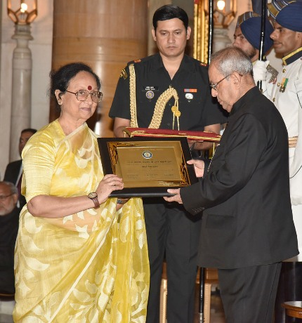 President presents Hindi Samman awards