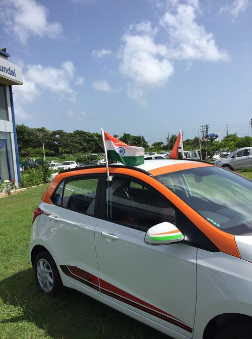 INDIAN-FLAG-CAR