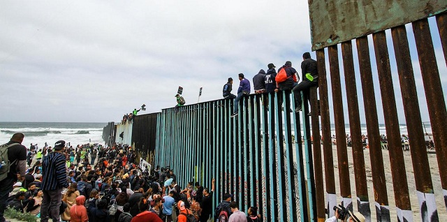 US President declares national emergency to build border wall