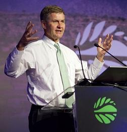 UN environment Chief Erik Solheim quits